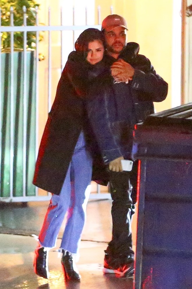 Selena Gomez lo anh hon The Weeknd hinh anh 1