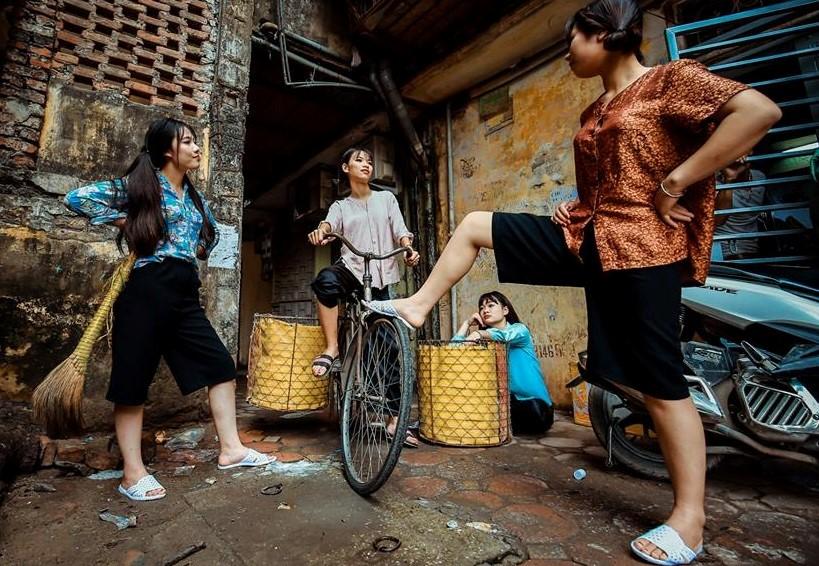 """Bộ ảnh kỷ yếu """"chợ búa"""" của học sinh Hà Nội"""